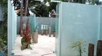 Selamat siang ! バリ島ジンバランは午前中快晴ですごい暑さでしたが、突然雨  が降りだして、何の音が気付くのにちょっと時間がかかりました。だって外はすごく  晴れてて天気がいいのに雨が降ってるなんて信じら...
