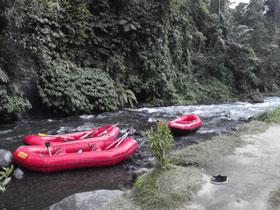 トラガワジャ川の様子