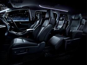 贅沢な車内で快適に観光を楽しめます
