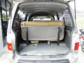 最後部座席を折りたたむと荷物が積めます