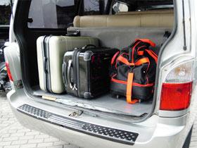 大型のスーツケースが3~4個入ります