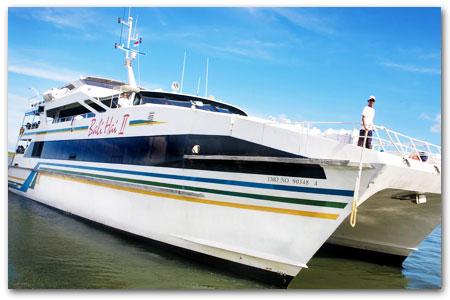 クルーズ船でレンボンガン島へ!