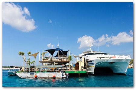 浮島で海遊び満喫!マリンスポーツ三昧
