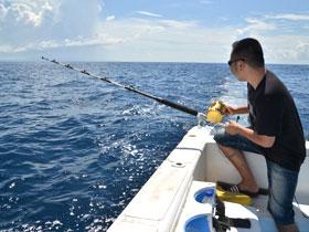 バリ島の海で釣り