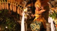 バリ島と言って思いつくのは、青い空・澄んだ海・物価が安い・インドネシア料理・・・ でも、忘れてならないのがバリ島の伝統舞踊。 『芸術の村』と呼ばれるウブドを始め、毎晩島中で公演が行なわれているんです!! 神々を歓迎し感謝...