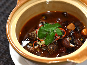 ツブ貝のスパイシー煮込み鍋