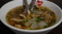 インドネシア料理の中にもモツ煮込みがあります。ソト・ババッというスープですが、これが思いのほかすっきり・あっさりしていて、それでありながらコクがあるという澄んだスープで、具もモツのほかにも肉やコリコリとしたコラーゲンたっ...