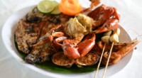 ジンバラン・ビーチにあるイカンバカールのレストラン、ムラスティ・クドガナンでセットメニュー4種類を堪能してきました。タナロットにある絶景を見ながらイカンバカールが食べられるムラスティ・タナロットのジンバラン支店という位置...