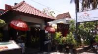 2012年9月25日、気軽に立ち寄れるシーフードのお店、クラブハウス・レストランにお邪魔してきました。 シーフードといえばジンバランビーチに軒を連ねる沢山のカフェが有名ですが、 こちらのクラブハウス・レスト...