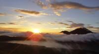2013年3月8日グヌンバトゥール日の出トレッキング&トラガワジャリバーラフティングに行ってきました。 まだ周りもくらい早朝に、標高約1717mのバトゥール山へ向け出発。美しい日の出を拝んでから下山し、次は迫力満点のトラ...