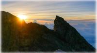 バリで最も高いアグン山。標高は、3,142M。 形は富士山に似ています。1963年に大噴火を起こした為、山肌には溶岩の後が残っています。アグン山とは、「火の神が住む山」を意味しているそうです。バリ・ヒンドゥーの人々は、「...