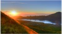 キンタマーニ高原の中心に位置している標高1,717mのバトゥール山。トヤブンカから登るこのトレッキングコースは往復約5.5時間です。トレッキング時間は半日くらいでヒロチャンでも人気のツアー。そこで、実際のコースやガイドさ...