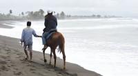 2015年8月11日。バリ島東海岸にサバビーチ近くにオフィスを構える、アユンリバー社のホースライディングの取材へ行ってきました。 今までバリ島で取材を通して象には乗ったことがあるものの、定番の馬には未だに乗ったことがあり...
