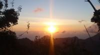 2011年6月7日、バリ島4年目にして初のご来光を見にいって来ました!! 通常は早朝3時ホテルお迎えのこのツアーですが、早起きに自信がないコニ&マルは、前日チェンディダサに泊まり、4時起き5時出発でのツアー参加です。バリ...